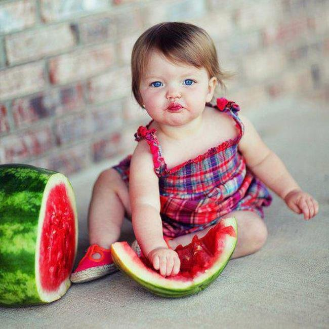 Cute-Baby-Girl-Eating-Watermelon